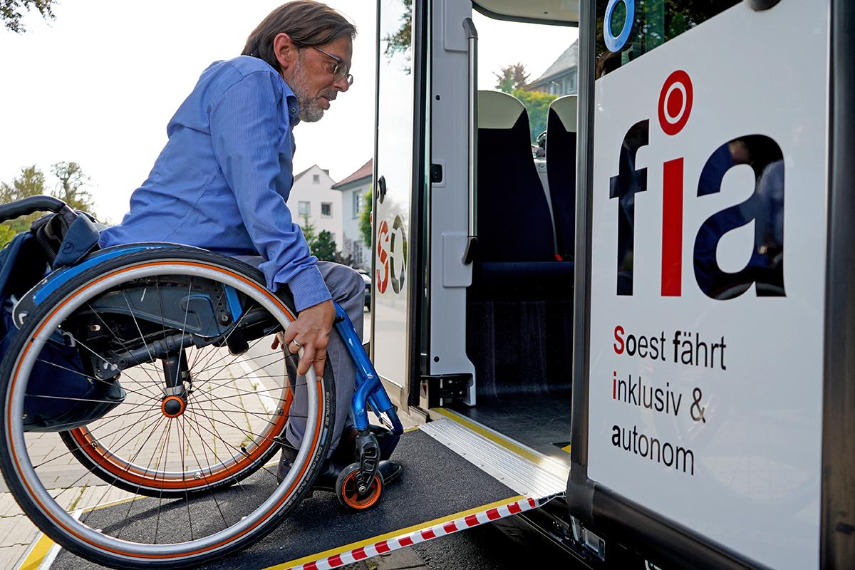 SOfia mit dem Rollstuhl benutzen